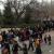 Gente esperando fuera del recinto en Casa de Campo / Madrid
